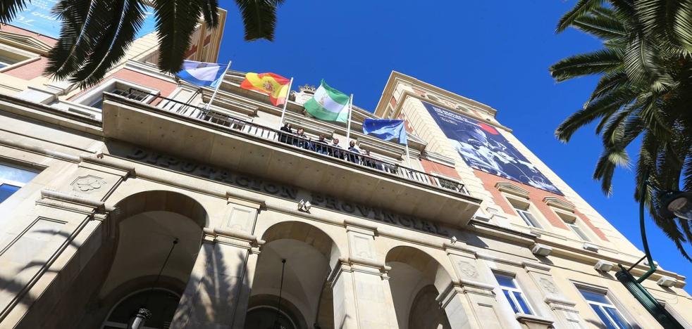 La Diputación de Málaga iza la bandera andaluza para enmendar su error de hace 40 años