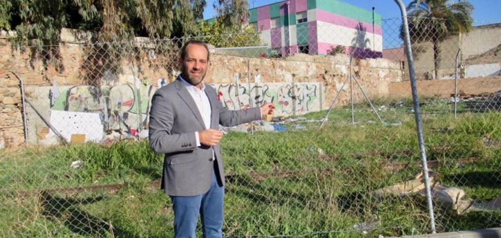 Ciudadanos pide a Urbanismo una actuación urgente para adecentar el entorno del ferrocarril del puerto