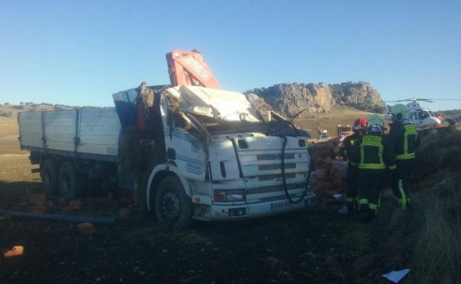 Un camionero herido al salirse de la vía en Ronda