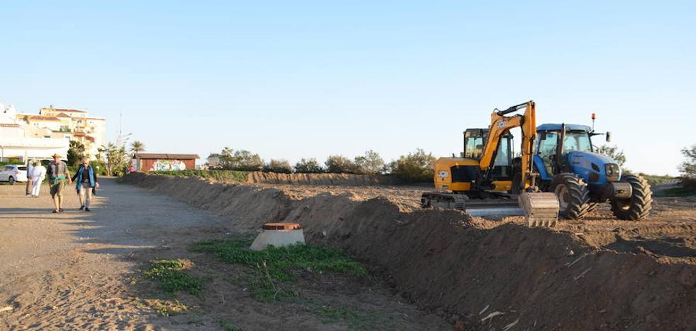 Ecologistas, vecinos y partidos denuncian daños en las últimas dunas de la Axarquía