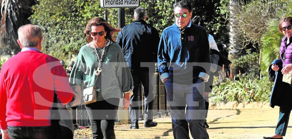 Ignacio González pasea por Marbella un mes después de abandonar la prisión preventiva