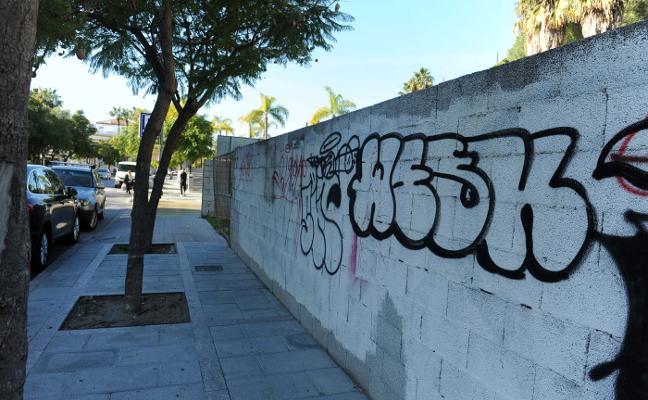 Marbella pone en marcha un plan de choque contra los grafitis en la vía pública