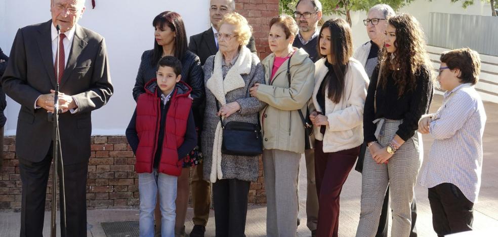 El Palo recuerda a las víctimas de los accidentes laborales con una plaza a Manuel Díaz Millán