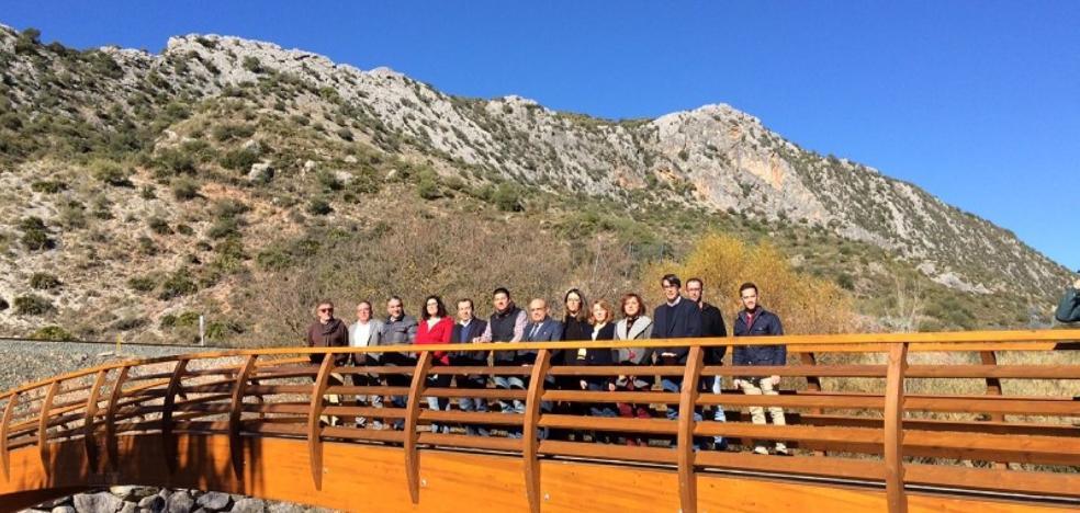 Inauguran el nuevo puente de acceso a la Cueva del Gato