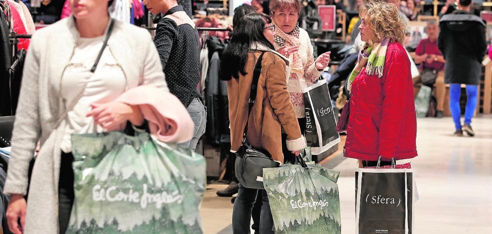 El Centro, desbordado en un festivo marcado por las compras y comidas navideñas