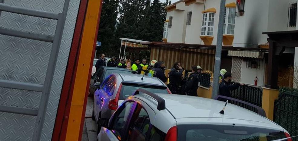 Investigan si un brasero causó el incendio con un muerto y dos heridos en Antequera