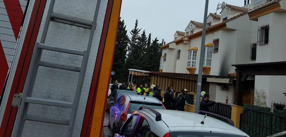 Un muerto y dos heridos en el incendio de una vivienda en Antequera