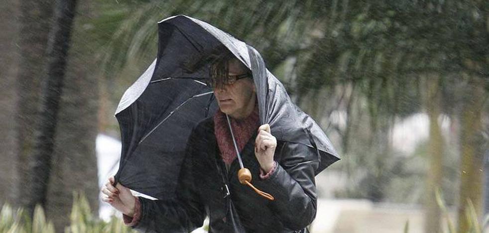 Meteorología activa la alerta amarilla en Málaga por lluvias este lunes