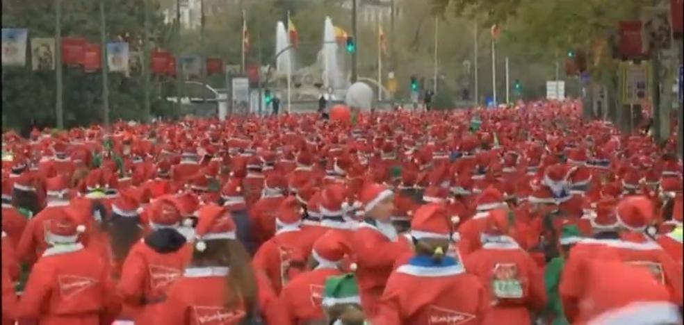10.000 Papas Noel tiñen de rojo el centro de Madrid