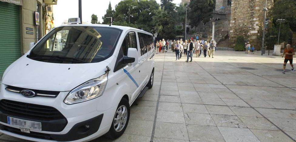 La mayoría de grandes municipios costeros de Málaga tienen déficit de taxis accesibles