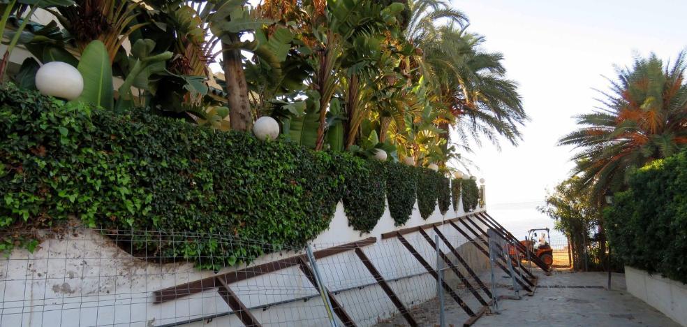 El Ayuntamiento de Marbella reparará subsidiariamente el muro de una casa de la familia real saudí en riesgo de derrumbe