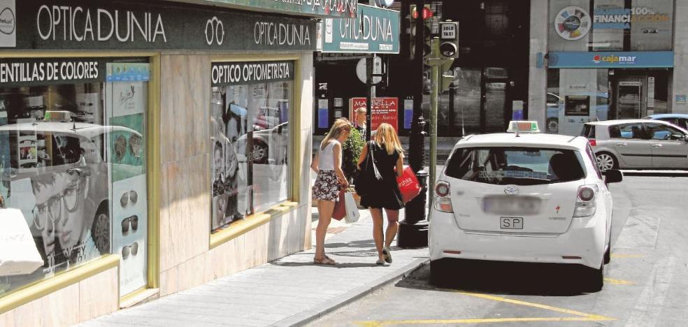 La mayoría de grandes municipios costeros tienen déficit de taxis accesibles