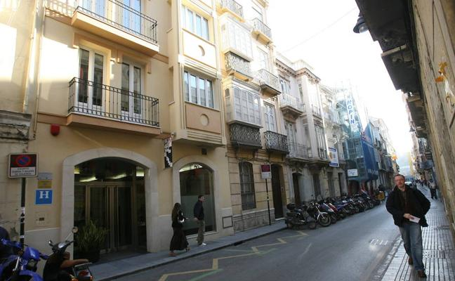 Urbanismo baraja que la calle Álamos sea solo para autobuses y taxis