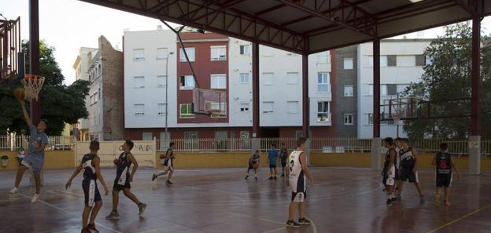 La Junta emplaza al Ayuntamiento de Málaga a resolver el problema con los colegios por el ruido al hacer deporte