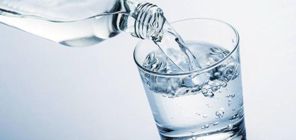 ¿Qué bebes cuando bebes agua embotellada?
