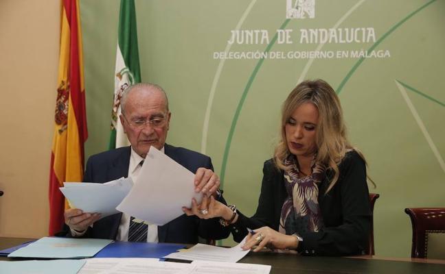 Junta y Ayuntamiento de Málaga firman el convenio que pone fin a la crisis por los ruidos en los colegios