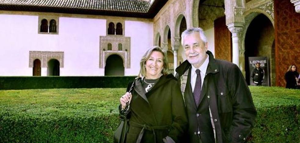 La esposa de Griñán expresa su orgullo por la «honestidad y decencia» del expresidente de la Junta