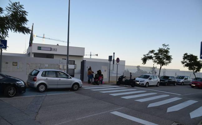 Investigan por qué una niña de tres años pasó cinco horas encerrada en un autobús escolar en Rincón de la Victoria