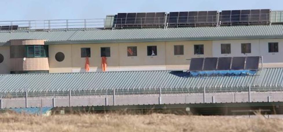 La Junta asume la tutela de dos menores inmigrantes que estaban internados en la cárcel de Archidona