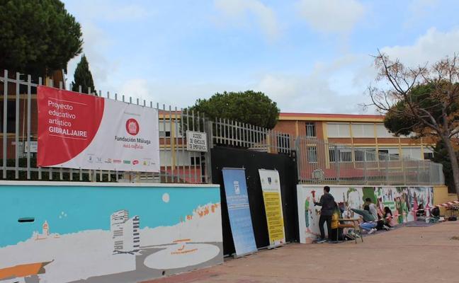El colegio Gibraljaire de Málaga se llena de color