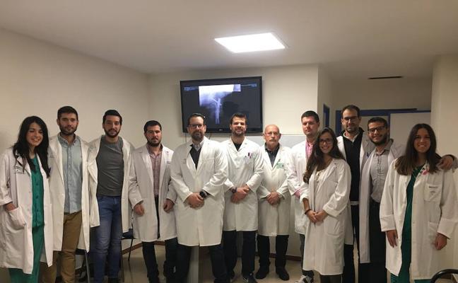 Residentes de Cirugía Ortopédica y Traumatología del Hospital Carlos Haya ganan un concurso sobre casos clínicos
