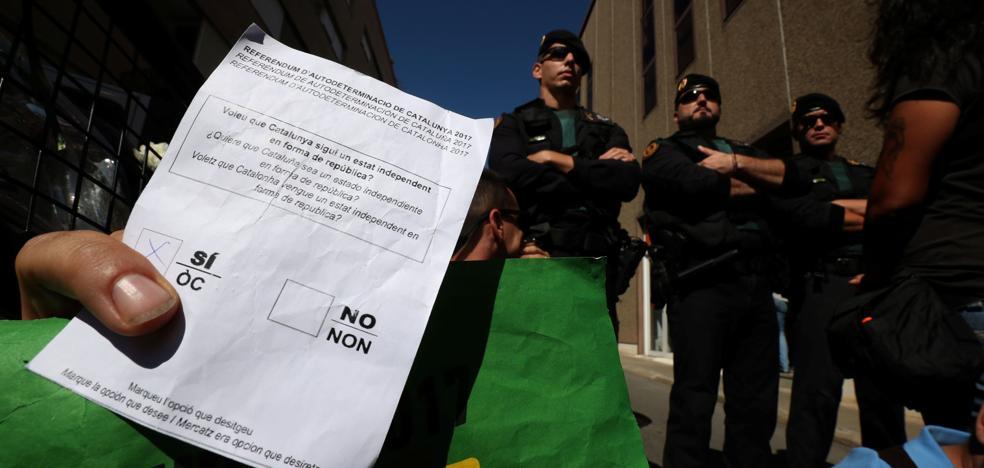 La Guardia Civil vuelve a registrar Unipost, donde intervinieron tarjetas censales del 1-O