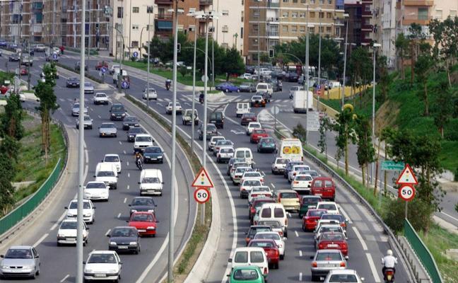 La colisión entre una moto y un coche provoca retenciones en Valle Inclán