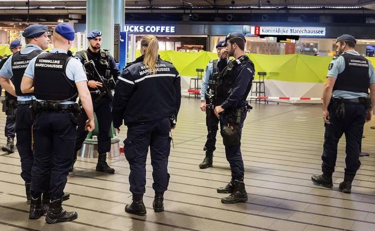 Un hombre armado ataca el aeropuerto de Amsterdam