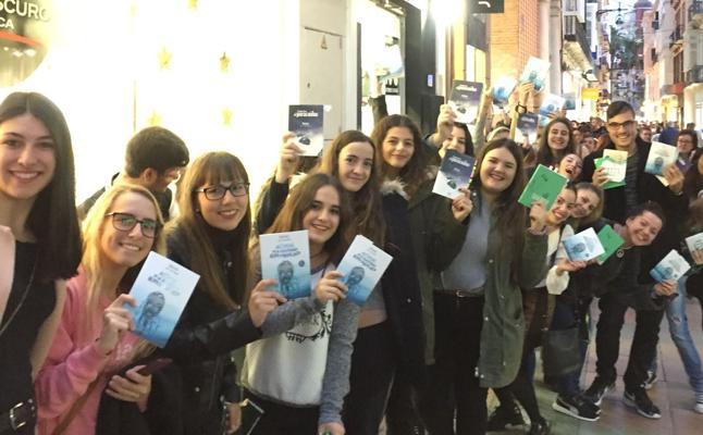 Defreds desata la locura en su firma de libros en Málaga