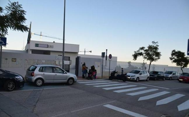 La madre de la niña olvidada en un bus escolar en Rincón de la Victoria: «Ha sido un fallo humano. No queremos culpar al colegio»