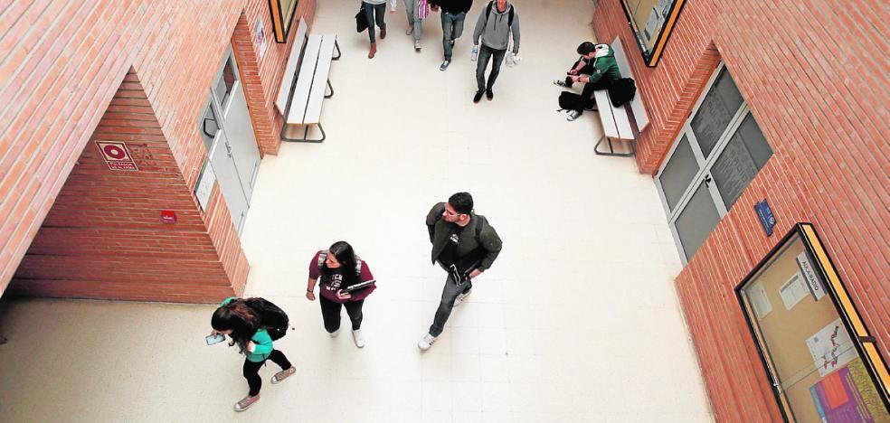 La bonificación de matrículas reduce las solicitudes de becas por los universitarios de la UMA
