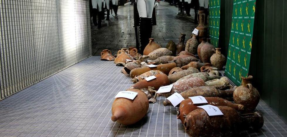 Recuperan 42 piezas arqueológicas expoliadas por tres pescadores en Baleares