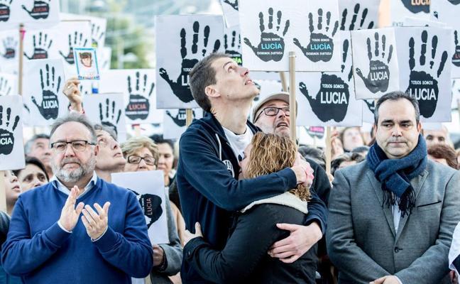 Alhaurín de la Torre sale a la calle para mostrar su apoyo a los padres de Lucía Vivar y pedir «justicia»
