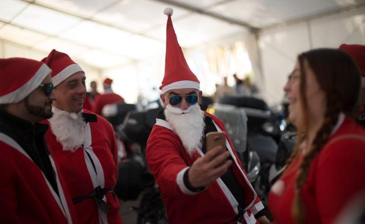 Santa Claus llega en moto a Torremolinos