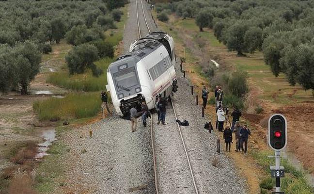 El maquinista del tren Málaga-Sevilla accidentado: «Nadie me informó del estado de la vía»