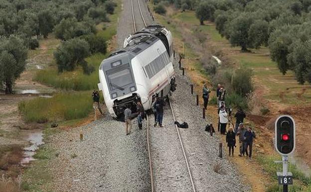 El tren descarriló en el kilómetro 22, aunque no llegó a volcar gracias a la maniobra del maquinista/Salvador Salas