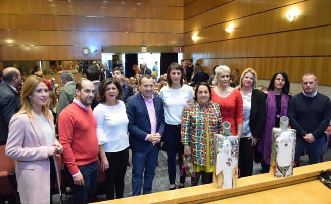 El PSOE de Málaga premia a Irma Soriano y a Flor de Torres por su lucha contra la violencia de género