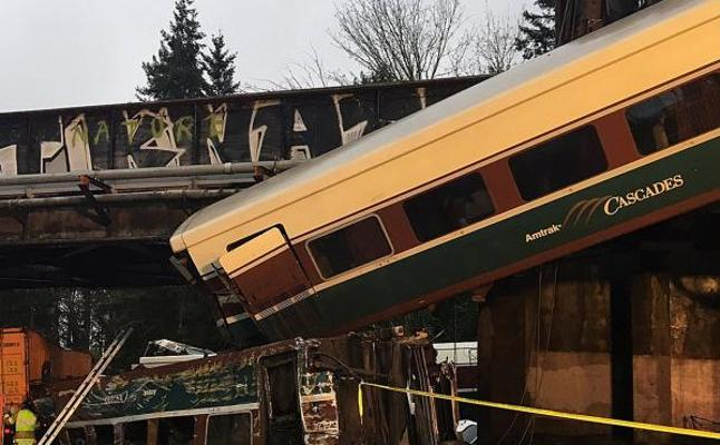 Trágico viaje inaugural: un tren descarrila y deja tres muertos en EE UU