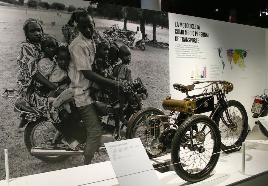 Exposición de motos en el museo