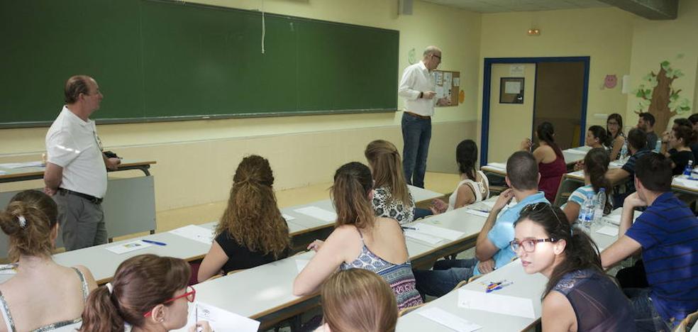 La Junta reforzará la plantilla de profesores de Matemáticas, Lengua y Geografía