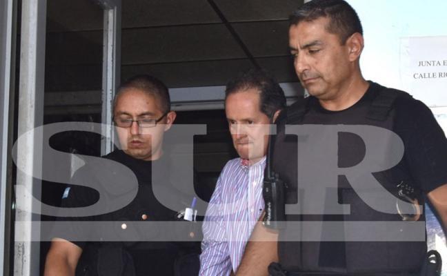 Carlos Fernández recupera la libertad tras pagar la fianza