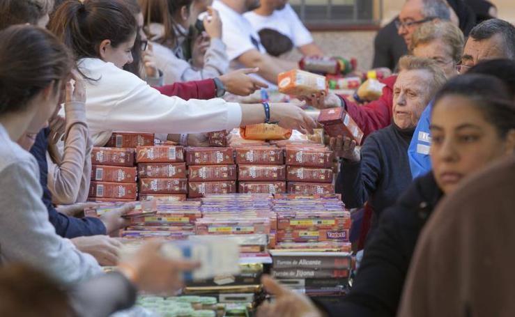 Reparto de alimentos de Los Ángeles Malagueños de la Noche