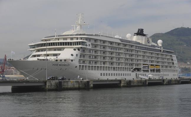 El 45% de los cruceros que recalarán en Málaga en 2018 serán de lujo