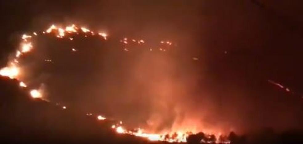 Un incendio forestal en Mallorca obliga a desalojar 60 viviendas