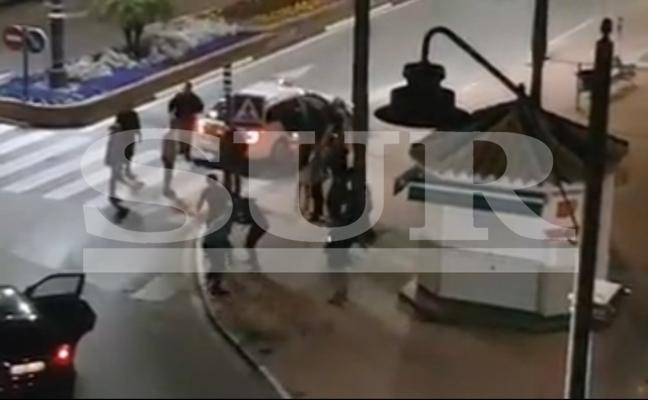 «Te voy a reventar la cabeza». Un choque leve en Nochebuena entre un taxi y un turismo termina en pelea en Estepona