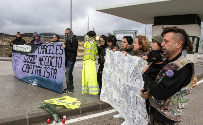 Asociaciones y colectivos se movilizan tras conocer la muerte de un inmigrante en las instalaciones de la prisión de Archidona
