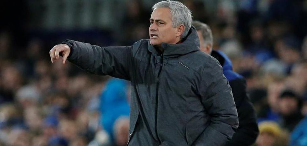 Mourinho niega que vaya a dejar el Manchester United