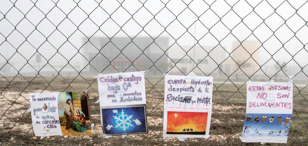 Tres inmigrantes del 'CIE' de Archidona, bajo vigilancia tras autolesionarse