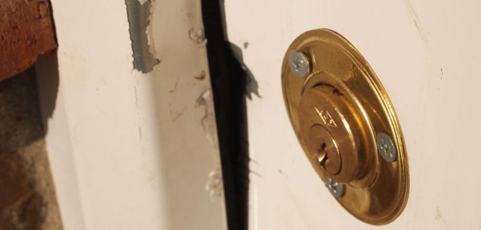 Sorprendidos cuando robaban en una vivienda de Málaga capital