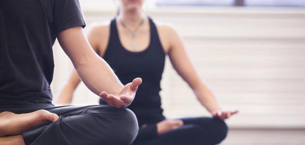 Meditación budista o clases de autoayuda para que los funcionarios andaluces cumplan con la jornada de 37,5 horas semanales